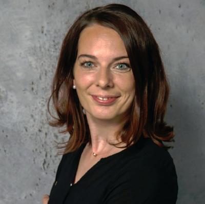 Iulia Popovici - redactor șef și autor
